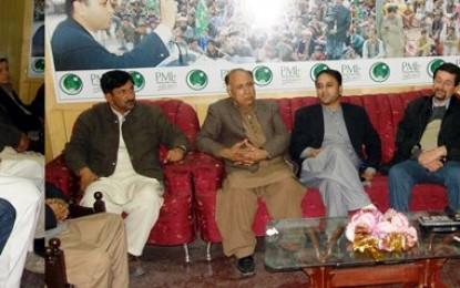 وادی ہنزہ کی سیاست میں ہلچل: امجد ایوب ساتھیوں سمیت مسلم لیگ نون میں شامل ہو گیے