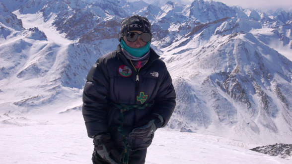 شمشال سے تعلق رکھنے والے آٹھ سالہ کوہ پیما نے چھ ہزار میٹر بلند چوٹی سر کر لی، ریکارڈ قائم