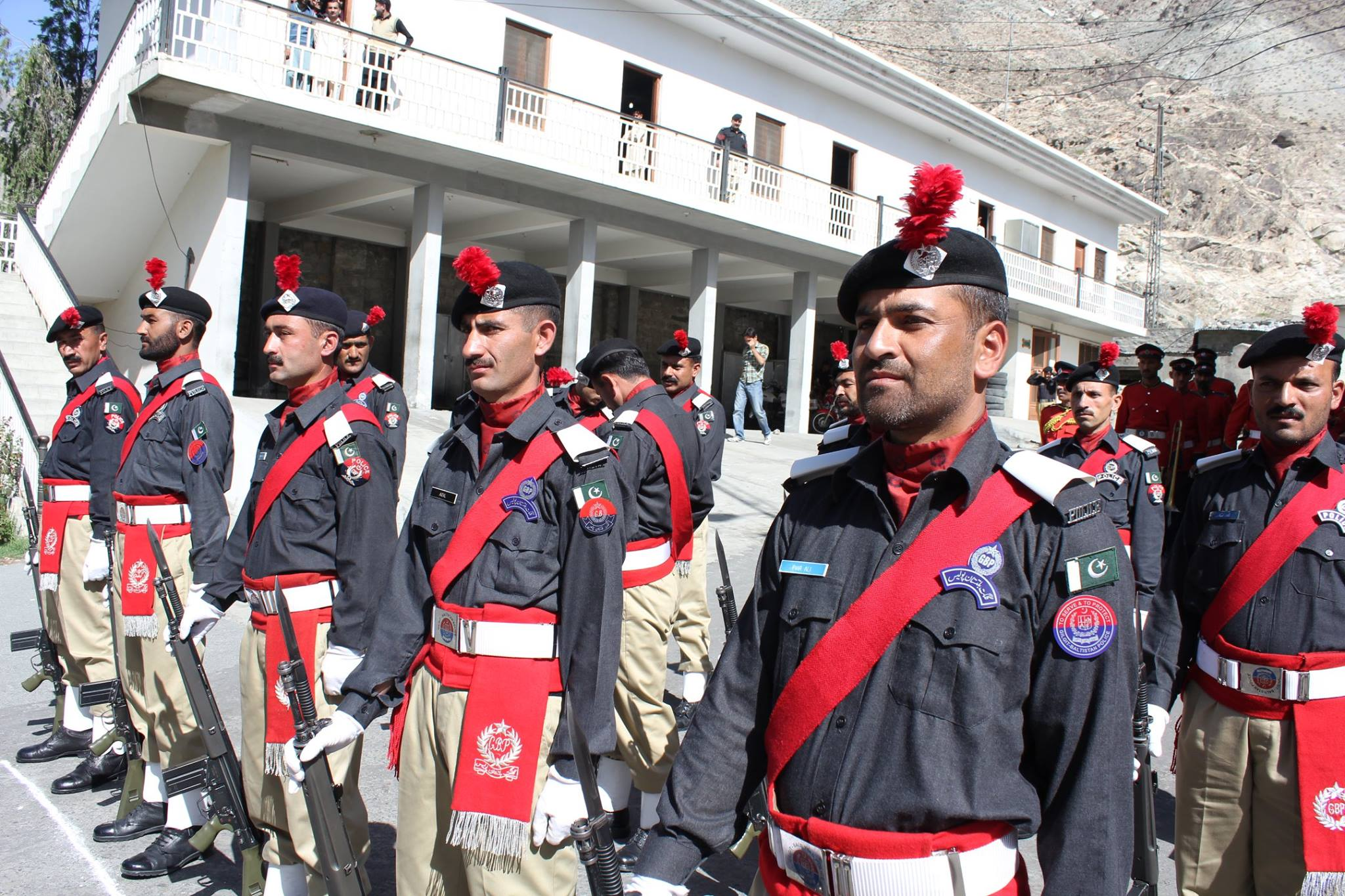 """""""سیکیورٹی انتظامات"""": پولیس کے 100 اضافی اہلکار گھانچے سے سکردو پہنچ گئے"""