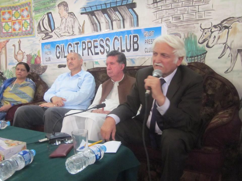 گلگت بلتستان میں آزاد عدلیہ اور با اختیار اسمبلی کے ذریعے عوام کو حقوق ملنے چاہیے: سینیٹر خٹک