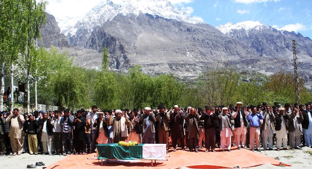 ٹریفک حادثے میں شہید ہونے والے حوالدارصفدرکریم وادی ہنزہ میں سپرد خاک