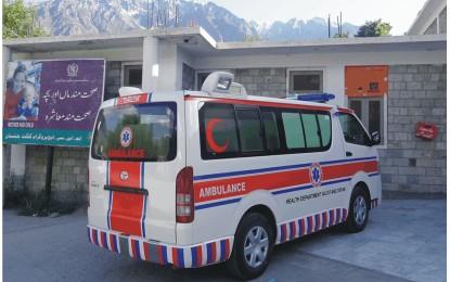 عوامی ایکشن کمیٹی کی دھمکی، ایک گھنٹےکےاندرایمبولینس کوانتظامیہ نےڈسٹرکٹ ہیڈ کوارٹر ہسپتال کےحوالےکردیا