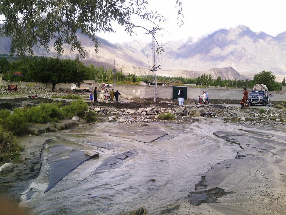 گاہکوچ بالا سے آنے والے سیلابی ریلے نے ضلعی ہیڈکوارٹر میں تباہی مچا دی