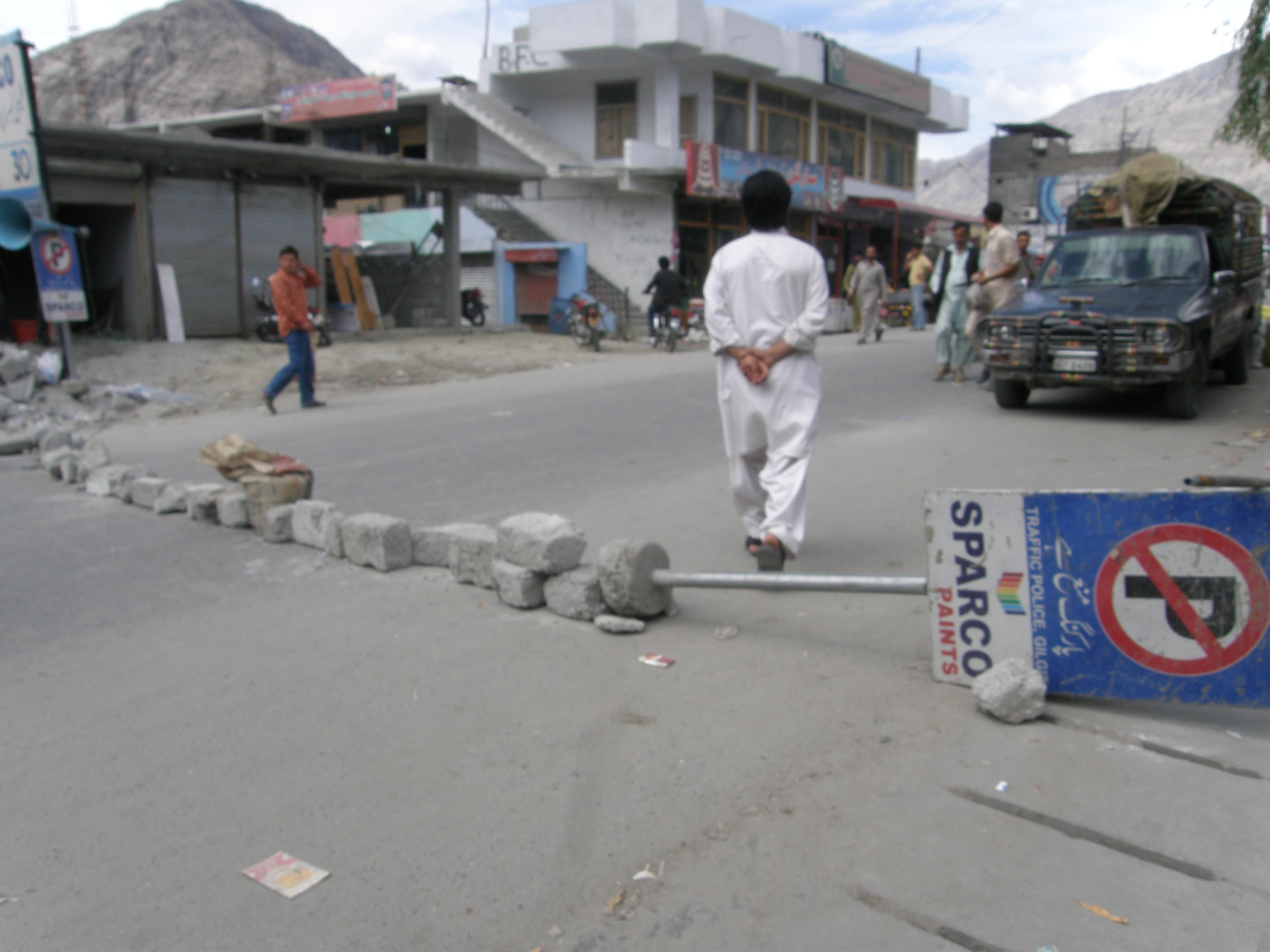 اسلام آباد میں مظاہرین پر تشدد کے خلاف گلگت میں احتجاجی دھرنے