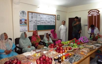 بلتت ہنزہ میں پھلوں کی نمائش، میٹرو پاکستان اور سٹار فارم کی خریداری میں دلچسپی