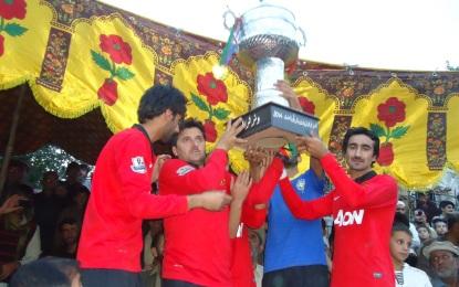 چترال، جغور ٹیم نے ایک مہینے سے جاری نوجوان فٹبال ٹورنامنٹ جیت لیا