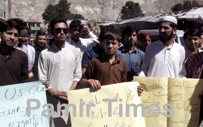 قراقرم ایگزامینیشن بورڈ کے خلاف گلگت میں احتجاج، یونورسٹی سے الگ کرنے کا مطالبہ