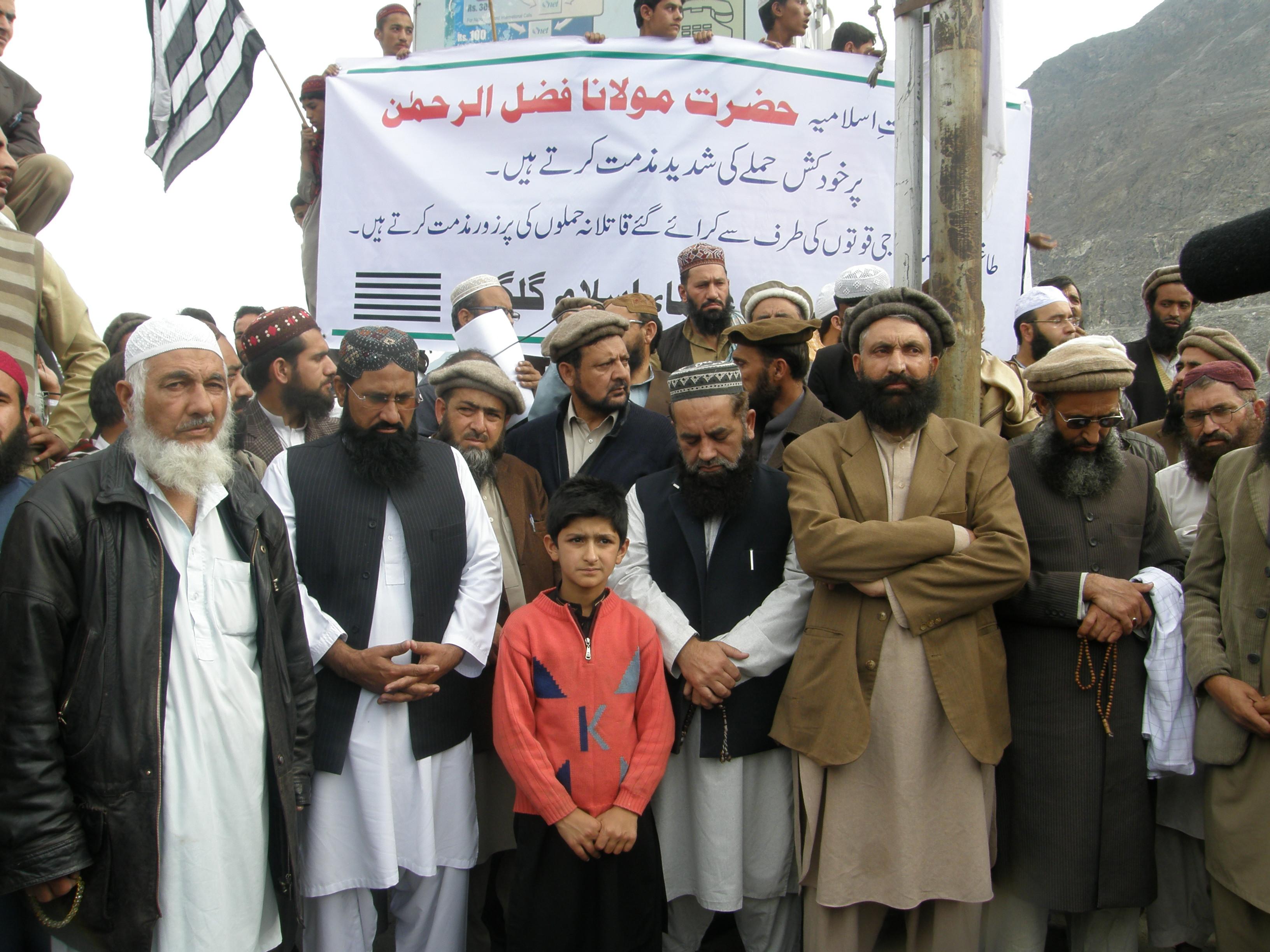 مولانا فضل الرحمن پر حملے کے خلاف گلگت میں احتجاجی مظاہرہ