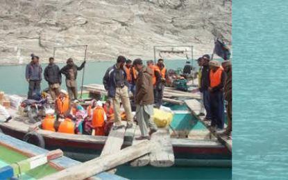 عطاآباد جھیل میں بغیر لائف جیکٹ پہنے سفر کرنے پر پابندی لگا دی گئی ہے