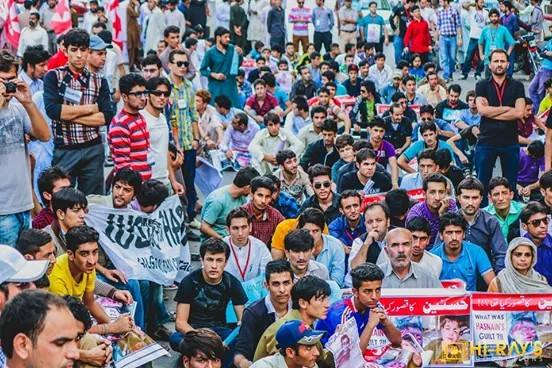 حسنین زیادتی اور قتل کیس کے خلاف سینکڑوں نوجوانوں کا کراچی میں احتجاجی مظاہرہ