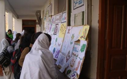 چترال کے بالائی علاقے گرم چشمہ کے نجی سکول میں پینٹنگز کی نمائش