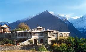 وفاقی وزیر خرم دستگیر خنجراب سے واپسی پر کریم آباد پہنچ گئے، میر غضنفر سے ملاقات