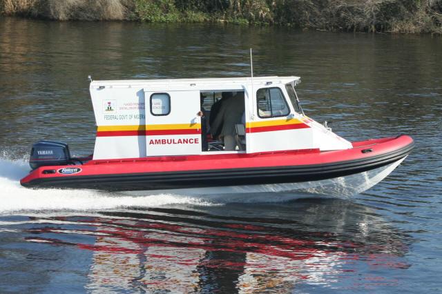 عطاآباد جھیل میں کشتی  ایمبولنس سروس کا آغاز
