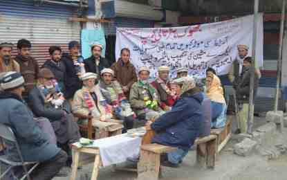 ممبر قومی اسمبلی شہزادہ افتخارالدین نے موڑ کھو کے گاؤں وریجون آنے کی زحمت نہ کی، مقامی افراد سراپا احتجاج