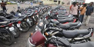 گلگت:پولیس کی بغیر کاغذات کے موٹر سائیکلوں کے خلاف کاروائی