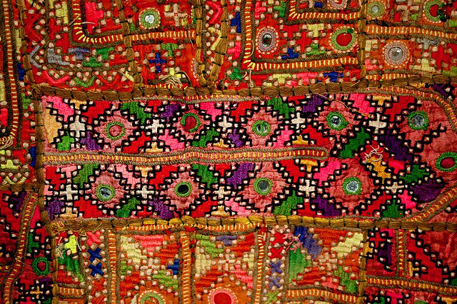 وادی کریم آباد میں ہاتھ سے بنے والے گرم کپڑے خواتین کیلئے بہترین روزگار کا وسیلہ بن گئی