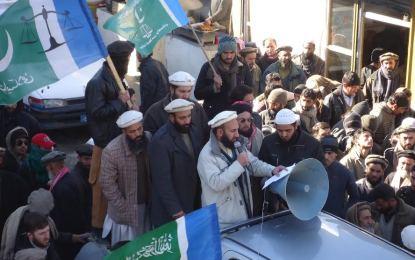 چترال: جماعت اسلامی کی طرف سے گستاخانہ خاکوں کے خلاف احتجاجی مظاہرہ