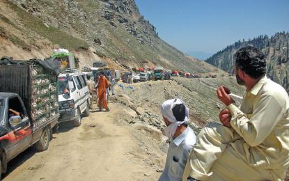پٹرولیم مصنوعات میں کمی کے بعد ضلعی انتظامیہ چترال ٹرانسپورٹرز کومناسب کرایہ نامہ جاری
