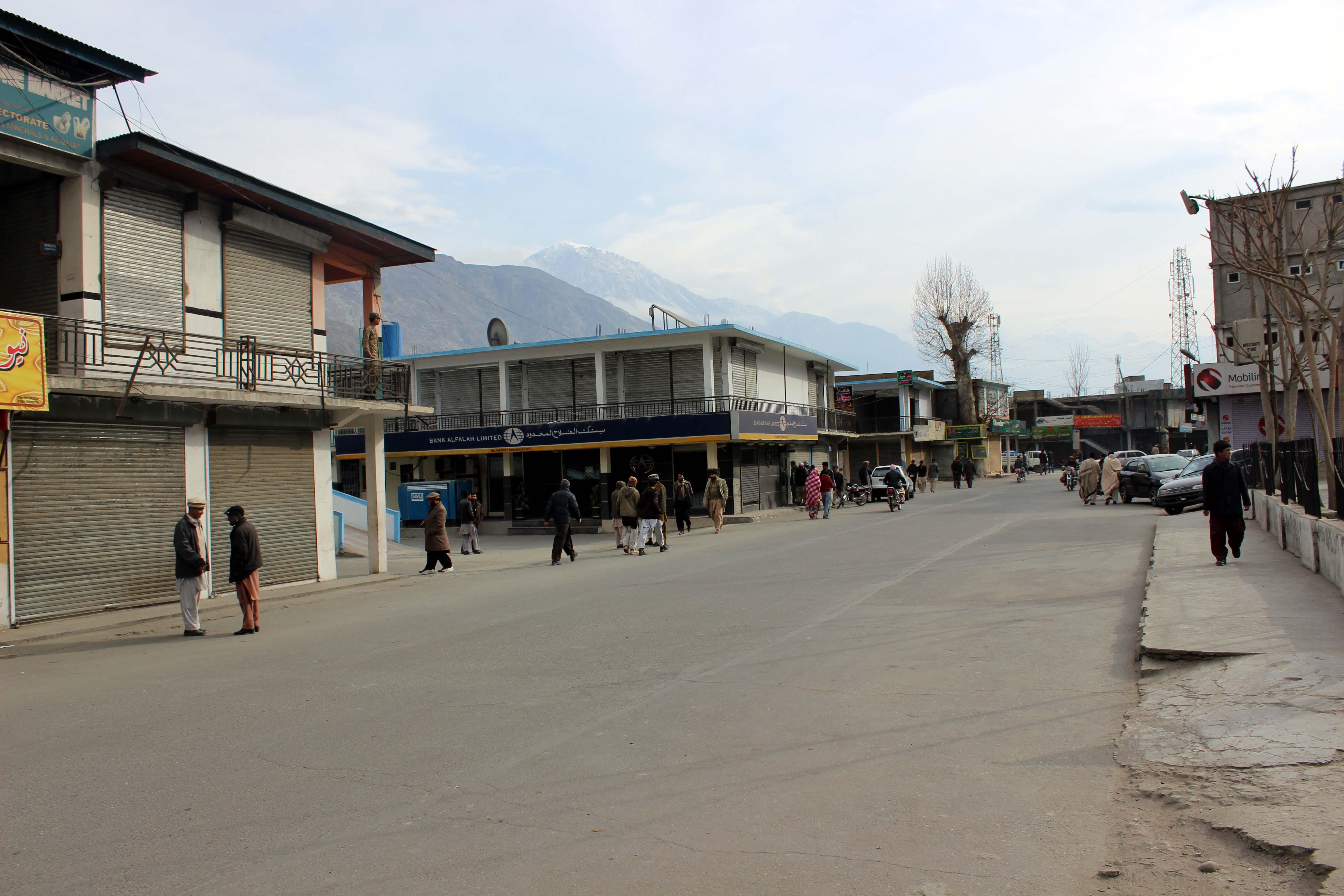 عوامی ایکشن کمیٹی کی کال پر گلگت میں ہڑتال، مارکیٹیں بند رہی