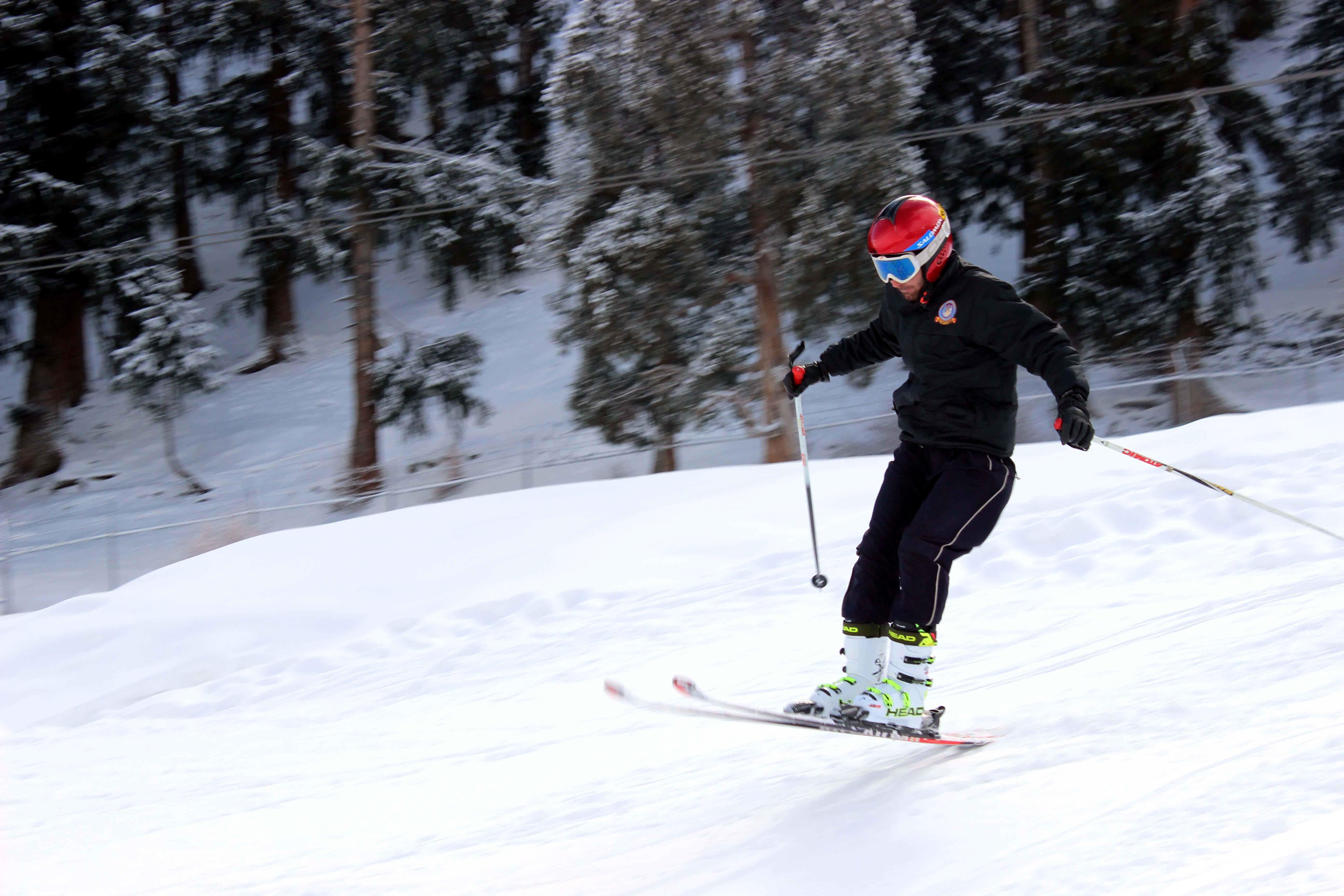 پرفضاء سیاحتی مقام نلتر میں نیشنل سکی چمپئین شپ کا آغاز، دس ٹیمیں شرکت کر رہی ہیں
