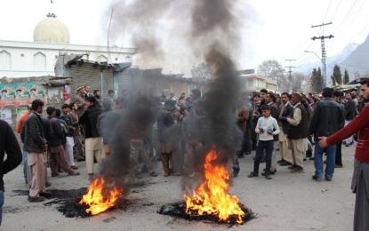 سانحہ حیات آباد پشاور کے خلاف گلگت میں احتجاجی مظاہرے، مجرمین کی سرکوبی کا مطالبہ