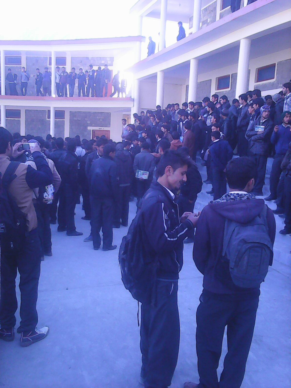 ہزاروں طلبہ کے لیے صرف دو بسیں، ڈگری کالج مناور میں احتجاجی مظاہرہ