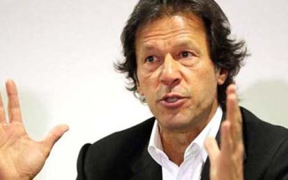 پاکستان تحریک انصاف کے سربراہ عمران خان نے نگران وزیر اعلی گلگت بلتستان کی تقرری کو عدالت میں چیلنج کرنے کا اعلان کر دیا