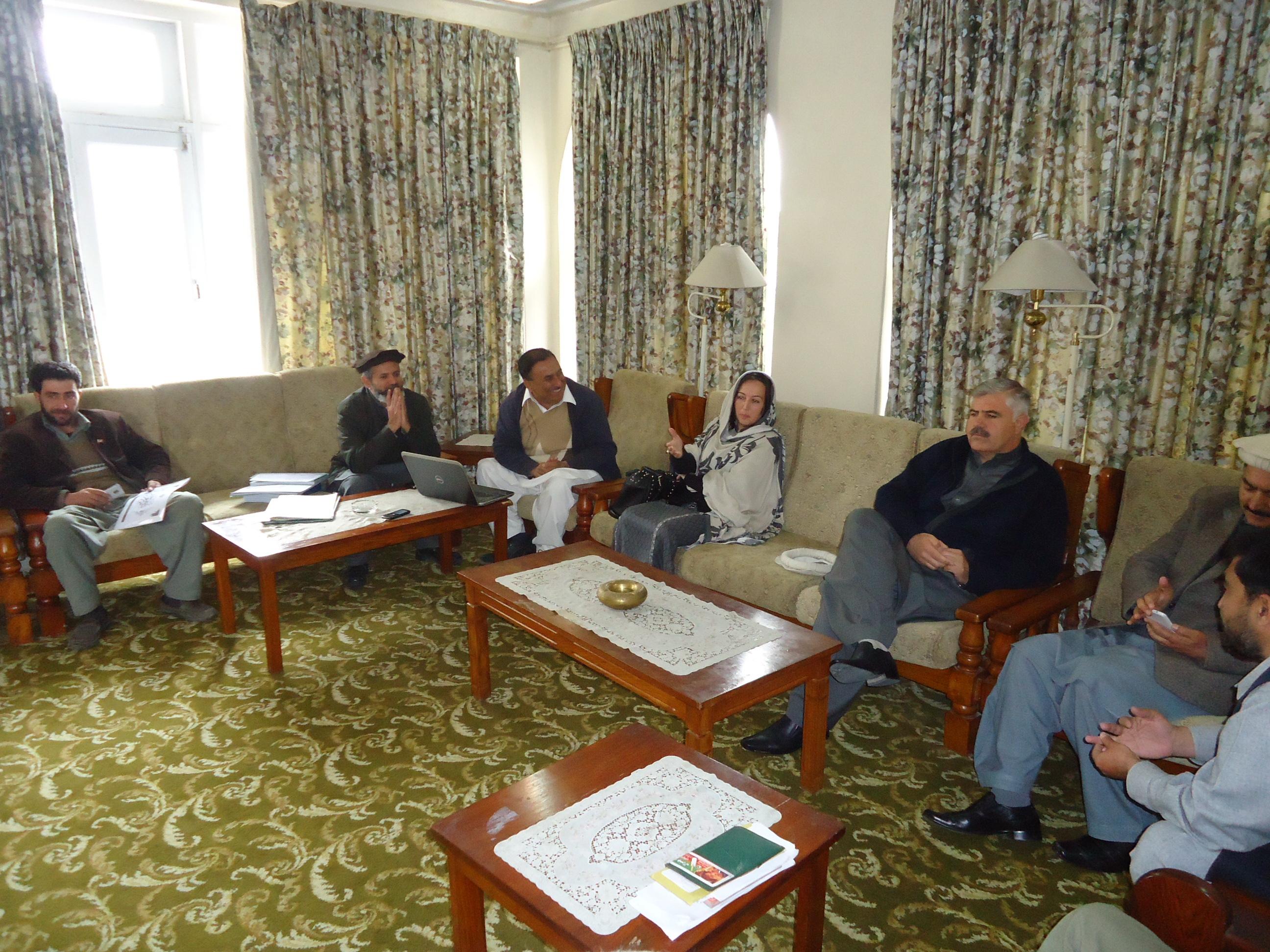 چترال، صوبائی وزیر برائے آبپاشی محمود خان کا دورہ چترال،متعلقہ افسران اوراہلکاروں سے ملاقات