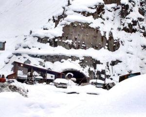 برفباری کی وجہ سے منگل کے روز لواری ٹنل سفر کے لئے بند رہے گا، کمانڈنٹ چترال سکاؤٹس کا اعلامیہ