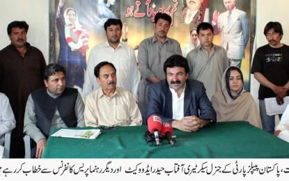 گلگت بلتستان میں عملا گورنر راج نافذ ہو چکا ہے، برجیس طاہر مسلم لیگ کی انتخابی مہم چلارہے ہیں