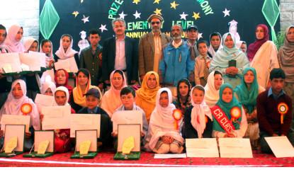 گورنمنٹ گرلز سکول گنش میں محکمہ تعلیم ہنزہ نگر کے زیر اہتمام سالانہ تقسیم انعاما ت کی تقریب منعقد