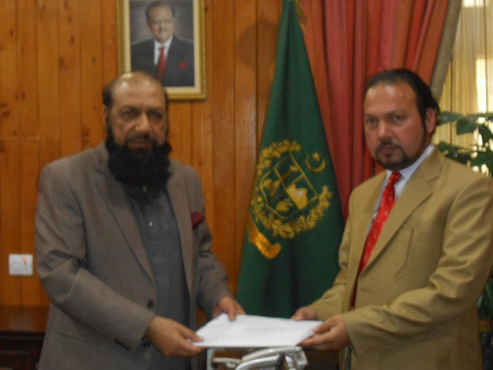 ایم ڈی نیٹکو سعید اللہ خان یوسفزئی نے اپنی دو کتابیں نگران وزیر اعلی شیر جہان میر کو پیش کیں