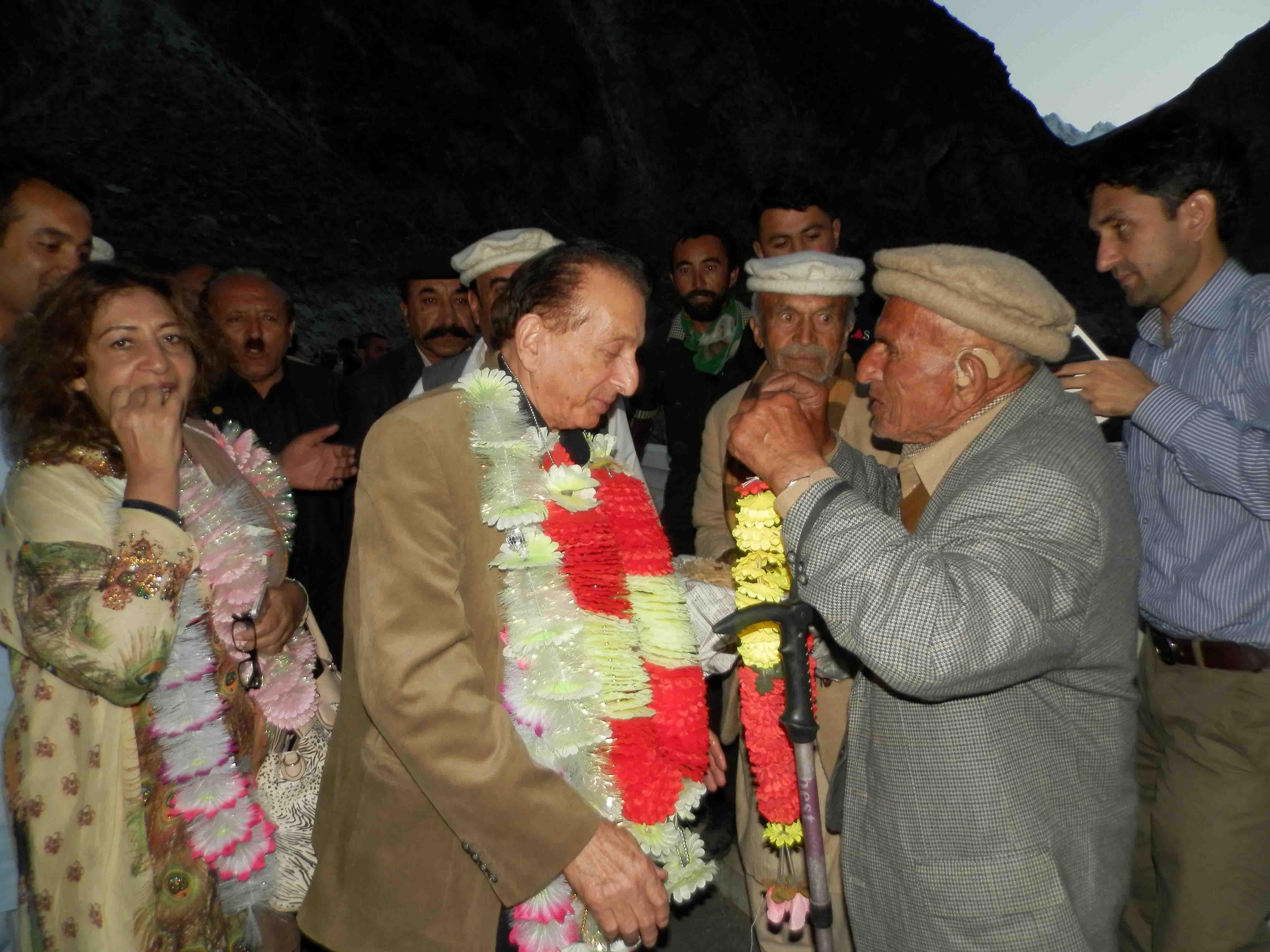 ضلع ہنزہ کے قیام کے اعلان کے بعد مسلم لیگ ن کے رہنما میر غفنفر علی خان کا ہنزہ میں شاندار استقبال