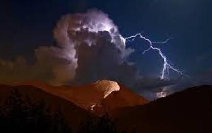 چترال: پہاڑی علاقہ پوریت گول میں آسمانی بجلی گرنے سے ایک ہی خاندان کے چار افراد ہلاک