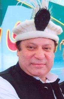 وزیر اعظم عیدالفطر کے بعد گلگت بلتستان کا دورہ کرکے تاریخی ترقیاتی پیکیج کا اعلان کریں گے، منگل کے روز کابینہ کی حلف برداری ہوگی۔ وزیر اعلیٰ گلگت بلتستان کی وزیر اعظم سے ملاقات