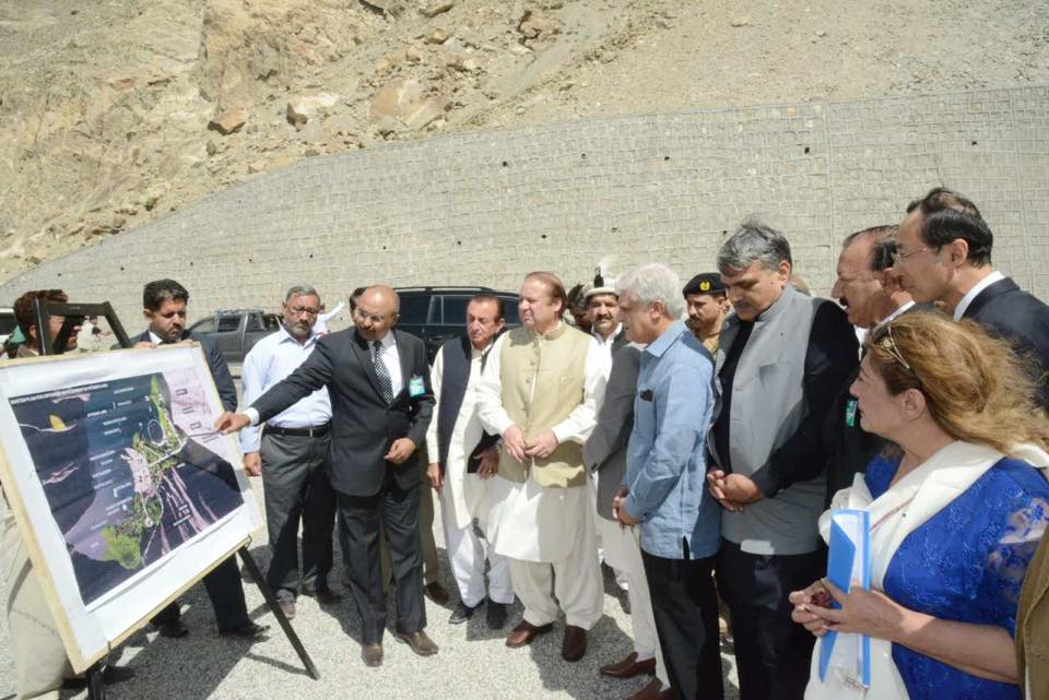 وزیر اعظم نے ہنزہ میں شاہراہِ قراقرم کے نو تعمیر شدہ حصے کا افتتاح کیا