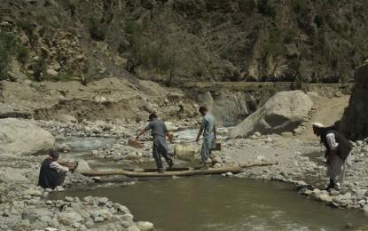 سیلاب سے تباہ حال کیلاش کی وادی بمبوریت میں زندگی معمول پر نہ آسکی