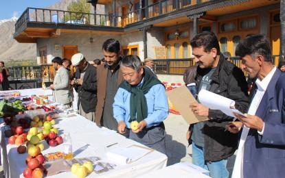 ہنزہ میں پھلوں اور سبزیوں کی نمائش،گلگت بلتستان بھر سے 16 اداروں نے شرکت کی