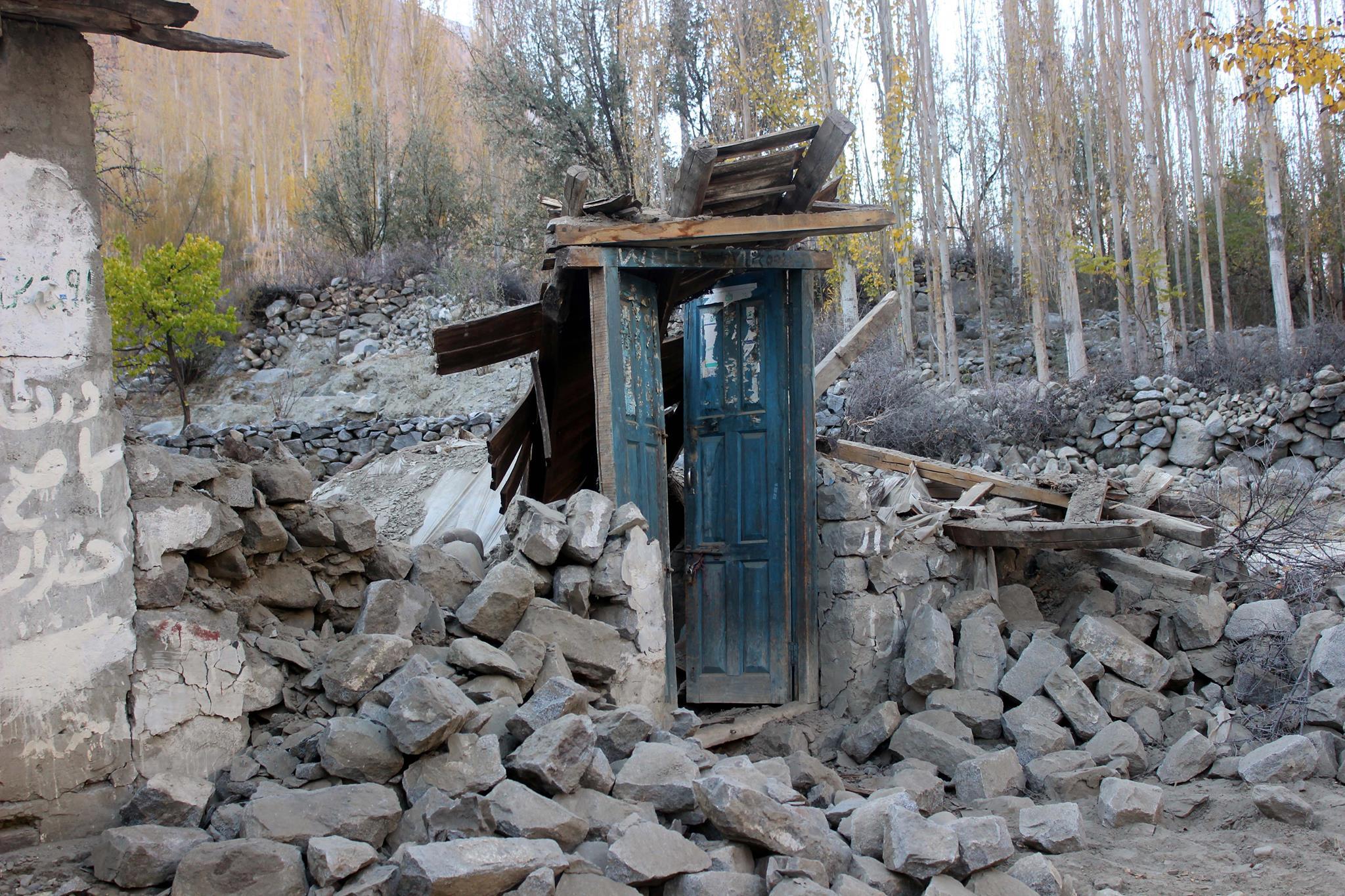 گلگت بلتستان میں 428 گھر مکمل تباہ ہو گئےہیں، جبکہ 2787 کو جزوی نقصان پہنچا ہے، گورنر برجیس طاہر