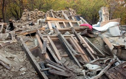 کراچی ریلیف ٹرسٹ کی جانب سے چرون اویر کے زلزلہ متاثرین کیلئے محفوظ پناہ گاہوں کی تعمیر اور فری میڈیکل کیمپ کا انعقاد