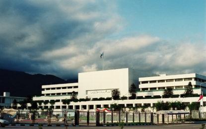 پارلیمنٹ ہاوس کے سامنے دھرنا دینے کے لئے متحدہ اپوزیشن کے اراکین اسلام آباد روانہ