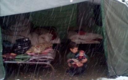 چترال کے سب ڈویژن مستوج میں سینکڑوں بے گھر افراد اب بھی کھلے آسمان تلے حکومتی امداد کے منتظر ہیں، احتجاجی مظاہرہ