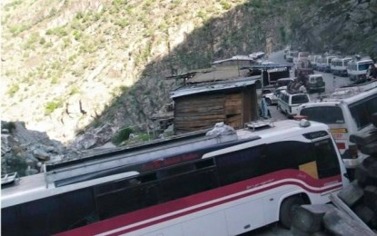 مسافروں اور پولیس کے درمیان تصادم کے بعد شاہراہِ قراقرم پر سیکیورٹی کا معاملہ لٹک گیا