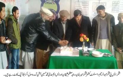 شگر: جشن آمد مصطفی اور ہفتہ وحدت کے موقع پر وحدت فاؤنڈیشن آفس شگر میں کیک کاٹا گیا۔