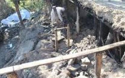 اوشکھنداس کے زلزلہ متاثرین دو ماہ گزرنے کے باوجود امداد سے محروم، خون جما دینے والی سردی میں ٹینٹ میں زندگی گزارنے پر مجبور