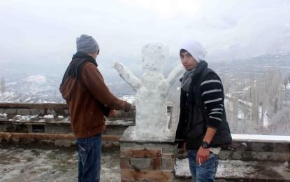 ہنزہ نگر کے بالائی علاقوں میں شدید برفباری سے نظام زندگی متاثر