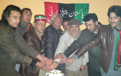 گلگت: ذوالفقار علی بھٹو کی اٹھاسویں سالگرہ کی تقریب، کیک کاٹا گیا