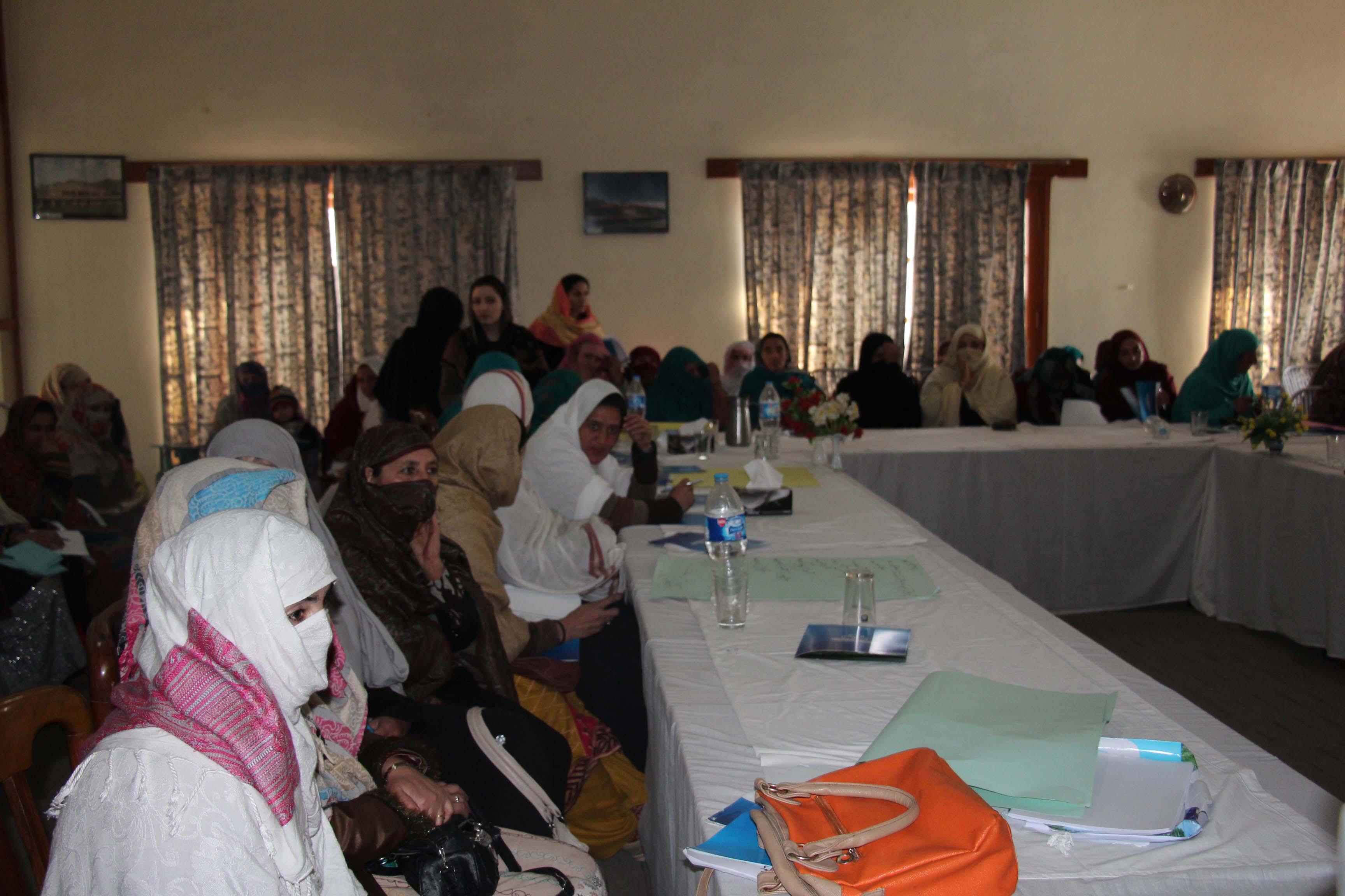 خواتین کونسلروں کیلئے چترال میں ایک روزہ مشاورتی ورکشاپ،حقوق اور فرائض کے حوالے سے بریفنگ دی گئی
