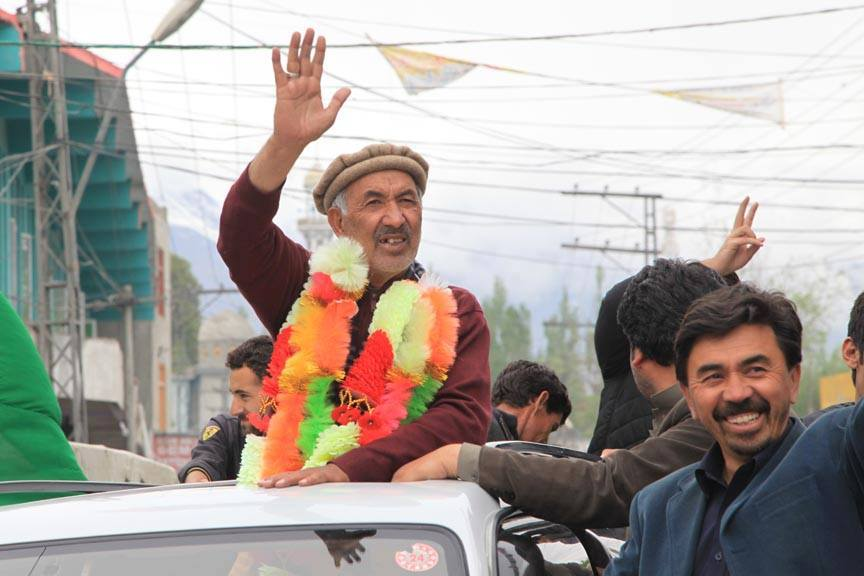 سینئر وزیر حاجی اکبر تابان کو قائم مقام وزیر اعلی بنا دیا گیا