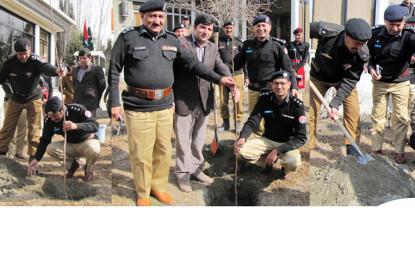 گلگت بلتستان پولیس نے شجر کاری مہم کا آغاز کر دیا
